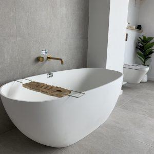 Highgrove Bathrooms - Display - White Bath and Moon Stone Grey Tiles